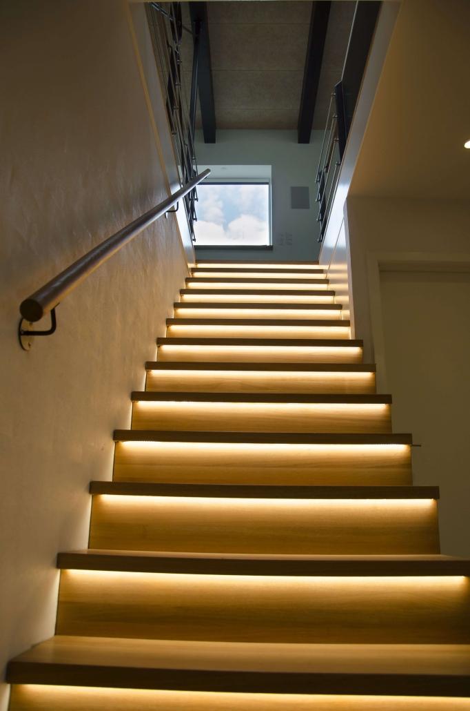 Renovering af trappeopgang med moderne lys