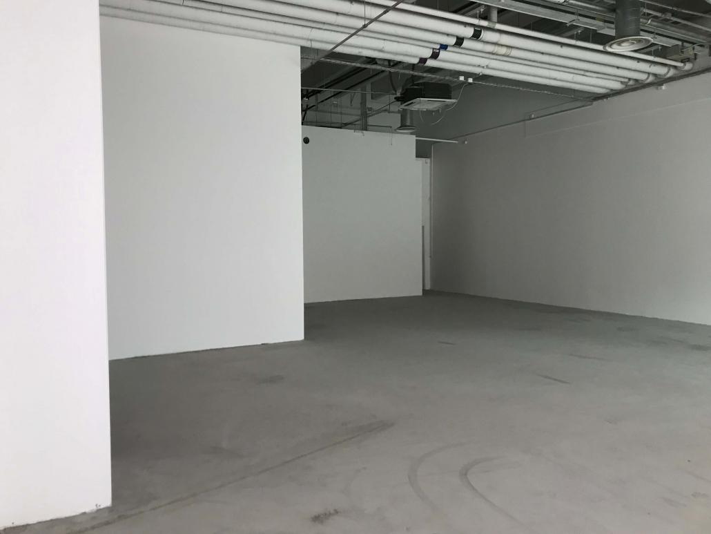 Matas forretning under ombygning med hvide vægge